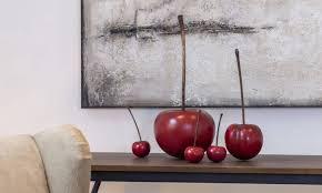 le affascinanti sculture ciliegia della collezione Cores da terra.